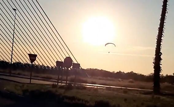 VIDEO | No era un pájaro ni era un avión... sólo disfrutaba de la puesta de sol sobre el Tajo en Talavera