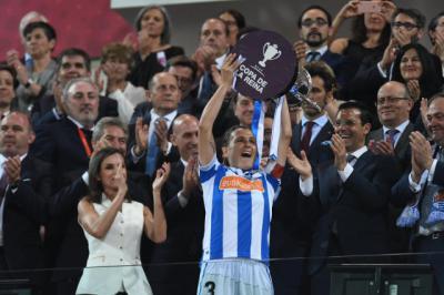 Levantando la Copa ante la Reina Leticia
