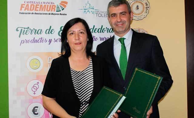 Firman un convenio para financiar una iniciativa por el empleo y la mujer rural
