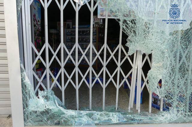 Detenidos infraganti después de tratar de robar en un Centro Comercial
