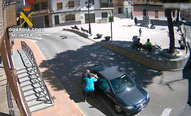 """Siete detenidos y 22 en busca y captura por robar con el método del """"abrazo"""" en 43 municipios de Toledo"""