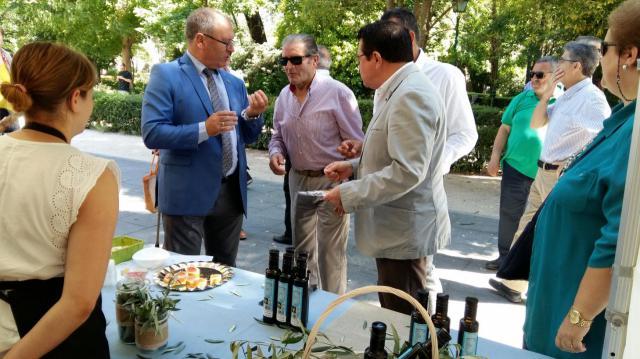 La Junta se suma a la campaña del consumo de aceite de oliva Montes de Toledo