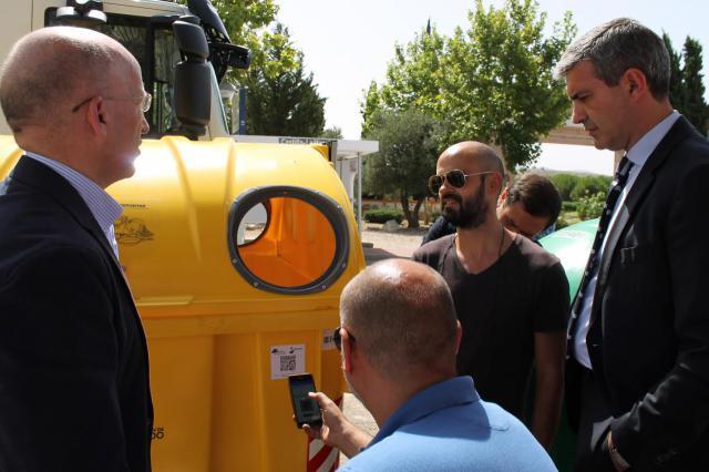 La Diputación de Toledo y GESMAT colocan códigos QR en 10.000 contenedores de la provincia