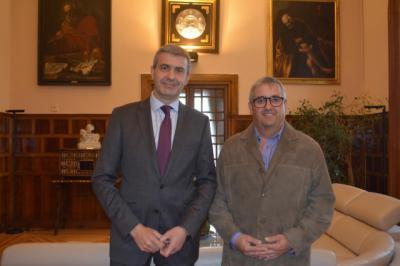Álvaro Gutiérrez repasa con el alcalde de Maqueda los proyectos apoyados por la Diputación