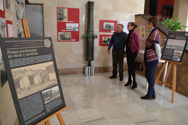 Unas 400 personas visitaron la Diputación y la exposición.