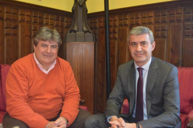 Álvaro Gutiérrez repasa con el alcalde de Montearagón los proyectos apoyados por la Diputación
