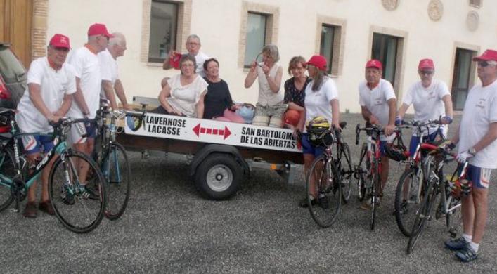 Cicloturistas franceses visitan San Bartolomé de las Abiertas