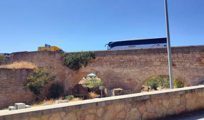 VIDEO | Tremendo atasco para ver quién tenía preferencia en el Puente del Arzobispo