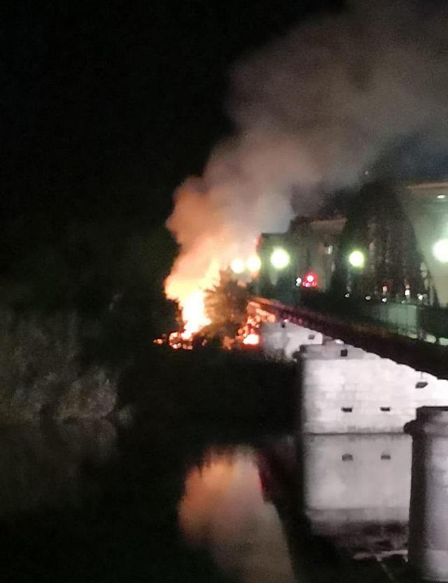Se declara un incendio junto al talaverano Puente de Hierro | FOTOS