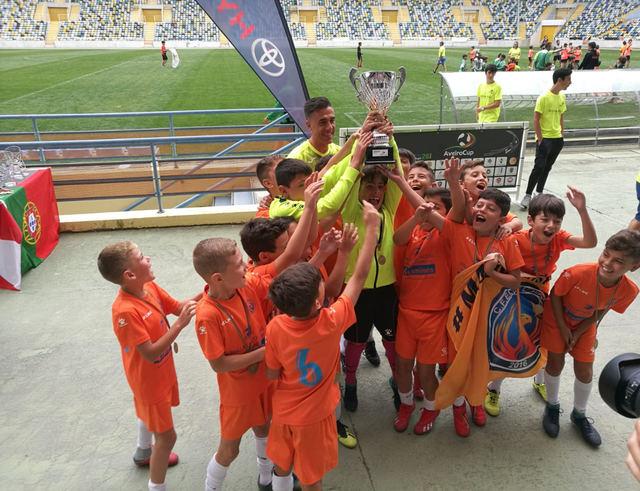 La escuela de Fútbol CF Élite Talavera conquista Portugal