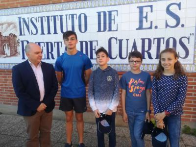 Tres alumnos del IES Puerta de Cuartos premiados en el certamen regional 'Pasión por Crear'