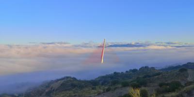 El puente atirantado de Talavera bajo la niebla