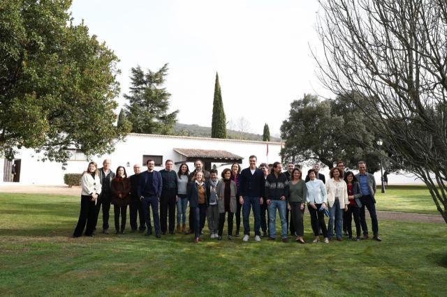 Foto de familia del Gobierno en los Quintos de Mora.