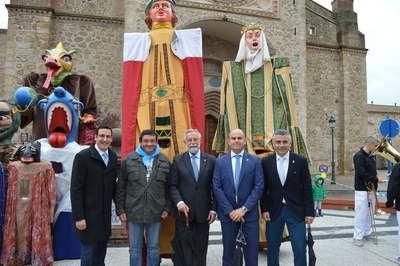 Los peregrinos acuden a la ciudad para disfrutar del desfile de Mondas y la Feria de Artesanía
