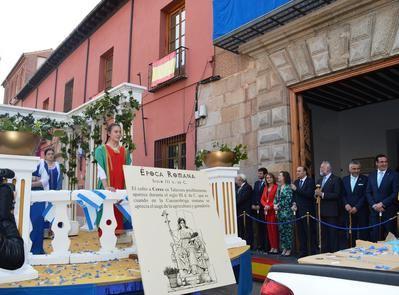 Multitudinario desfile del Cortejo de Mondas en Talavera de la Reina