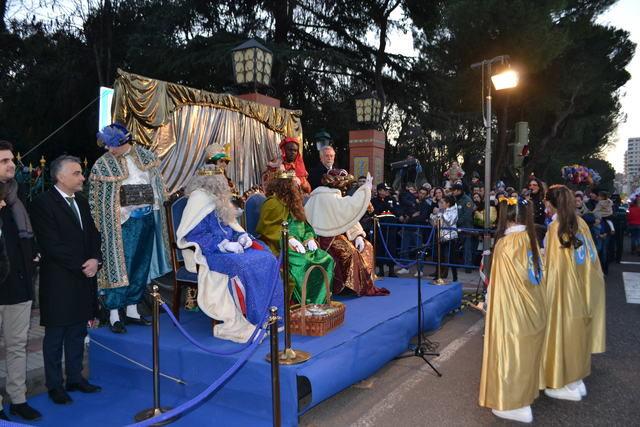 Sus Majestades los Reyes Magos de Oriente recorren las calles talaveranas en la Cabalgata