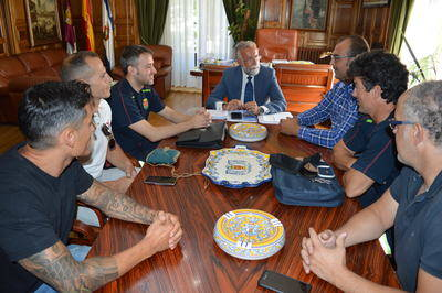 Jaime Ramos se reúne con el cuerpo de bomberos talaverano