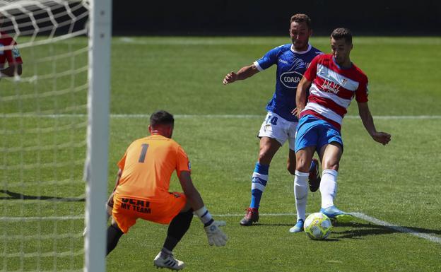 Rubén Sánchez busca el gol en el encuentro que el Recreativo jugó el pasado domingo ante el San Fernando.