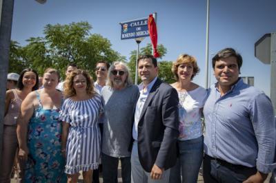 El mítico Rosendo inaugura la placa de la calle que lleva su nombre