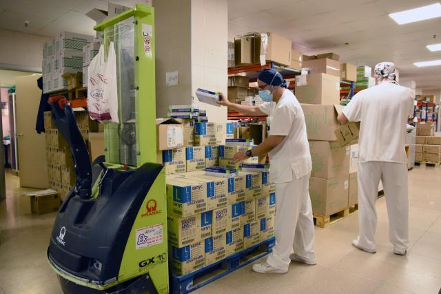 Imagen de archivo de una de las entregas de material sanitario al Hospital de Talavera