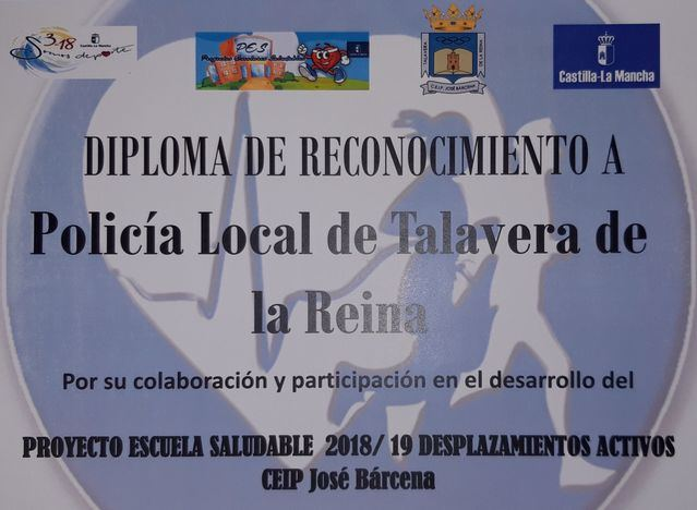 La Policía Local de Talavera recibe un premio del CEIP José Bárcenas