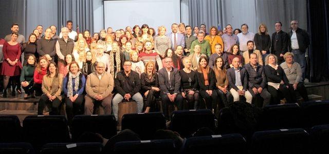 Foto de familia con los representantes municipales.