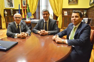 Álvaro Gutiérrez se interesa por la situación del comercio local en Talavera