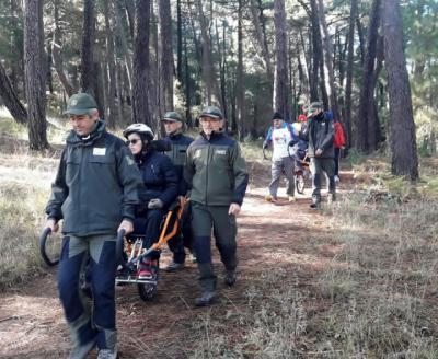 La Junta apuesta por la práctica del senderismo inclusivo con la colaboración del Cuerpo de Agentes Medioambientales