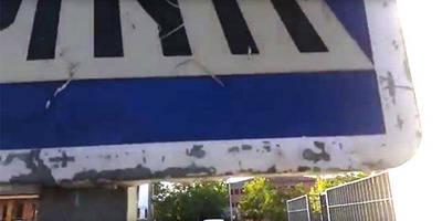 Instalan señales del año 1994 y del Ayuntamiento de Madrid en Puerta de Cuartos (VIDEO)