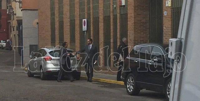 Momento de la entrada de Presencia a los Juzgados de Talavera de la Reina