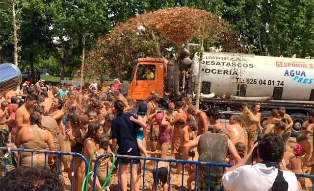 Más de 1.000 personas participan en la II Barrada de Talavera