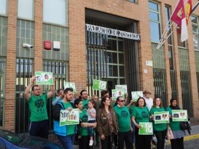 Imagen de la protesta ante los Juzgados