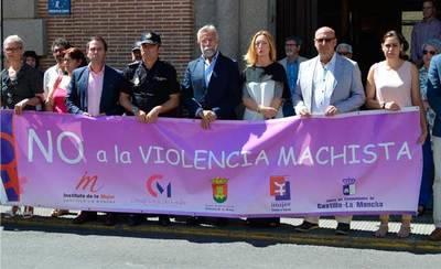 Minuto de silencio por las víctimas de violencia de género en el mes de junio
