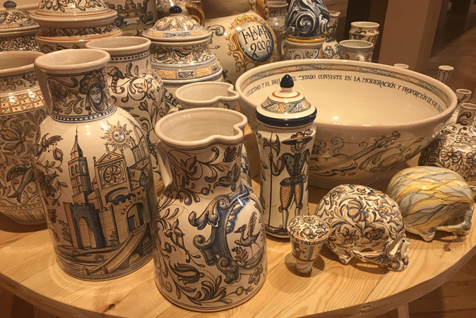 La exposici n 39 evoluci n revoluci n 39 acerca la cer mica for Ceramica talavera madrid