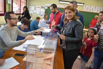 Tita García y Montserrat Muro también votan en Talavera