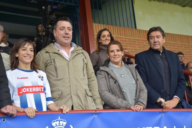 Dorado y García en el homenaje del CF Talavera a Sandra Sánchez.