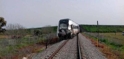RENFE estima para este miércoles el restablecimiento de la línea siniestrada