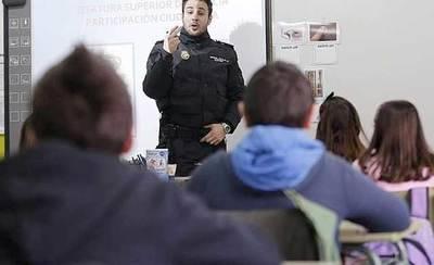 Policía Nacional impartirá charlas en colegios sobre drogas, acoso e internet