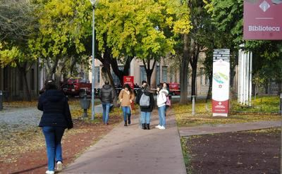 CLM recupera las becas de excelencia académica para universitarios
