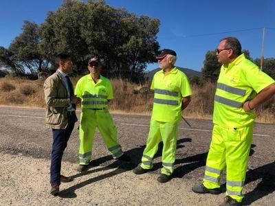 Trabajos de limpieza, desbroce y parcheado en carreteras