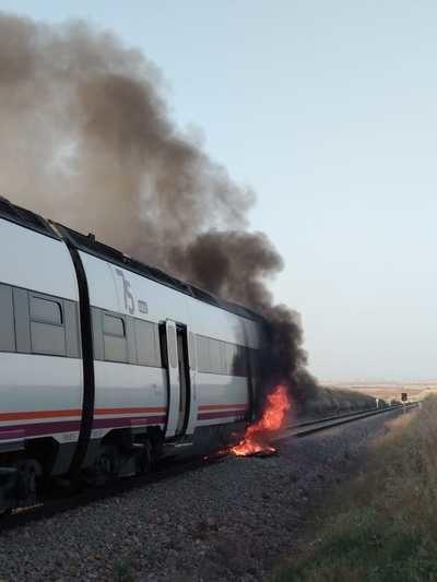 Un tren con dirección a Madrid sale ardiendo durante su recorrido