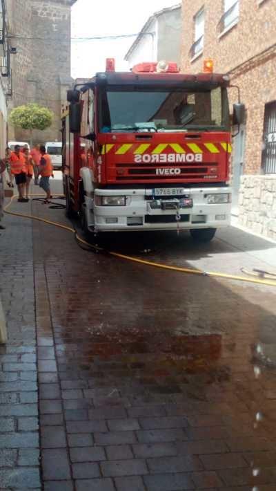 Un incendio en una cocina en Calera y Chozas obliga a evacuar a dos personas