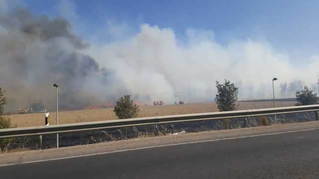 Continúan los trabajos de extinción del incendio originado en Talavera