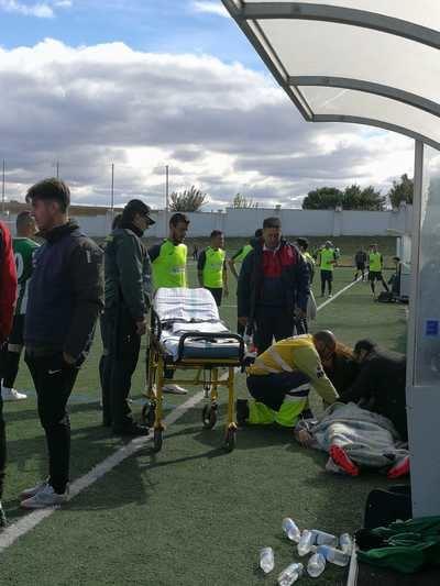 Trasladado un jugador del CD Argés al hospital tras un choque durante el partido