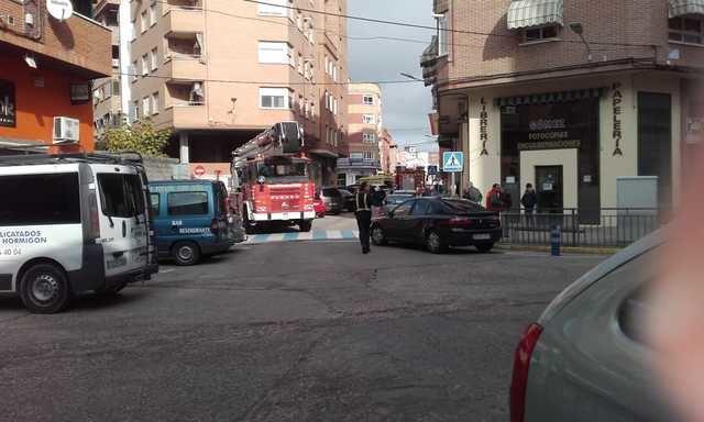 Los bomberos de Talavera rescatan a una mujer en la calle Santos Mártires