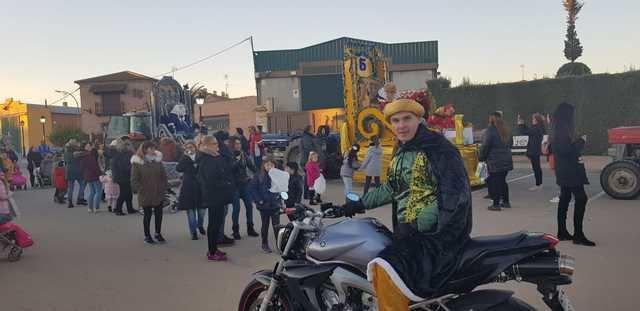 En Cazalegas, los Reyes Magos cambian los camellos por las motos
