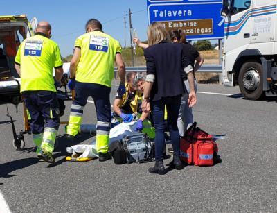 Trasladado a Toledo en estado grave el hombre atropellado en la A5, en Cazalegas