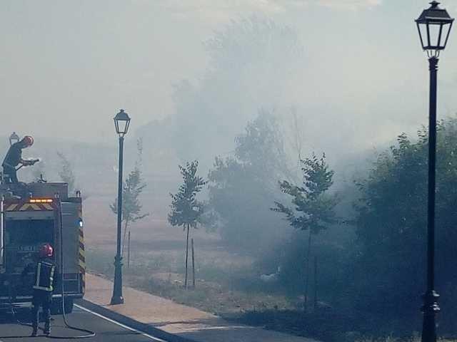 Incendio a la entrada del municipio de Calera y Chozas