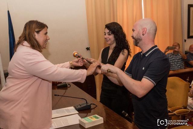 Primera boda oficiada por la alcaldesa Tita García