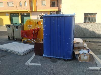TALAVERA | Los colchones (y muebles) invaden las calles